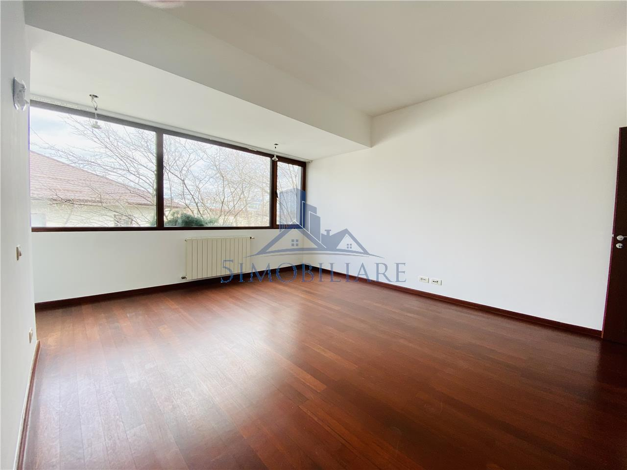 Premium location / Apartment 4 rooms for rent
