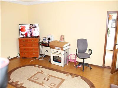 OCAZIE! Mircea Voda-apartament 3 camere SPATIOS de inchiriat la doar 390 euro