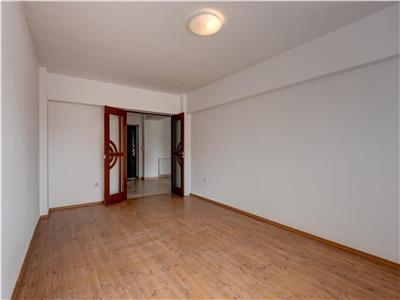 Unirii- apartament doua camere de vanzare- vedere INTEGRALA catre bulevard